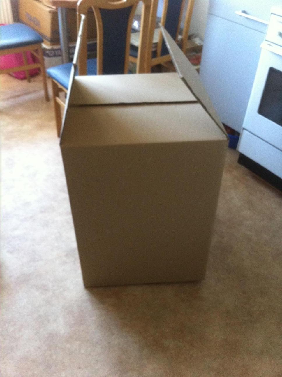 stand zum waisenhaus von makala. Black Bedroom Furniture Sets. Home Design Ideas